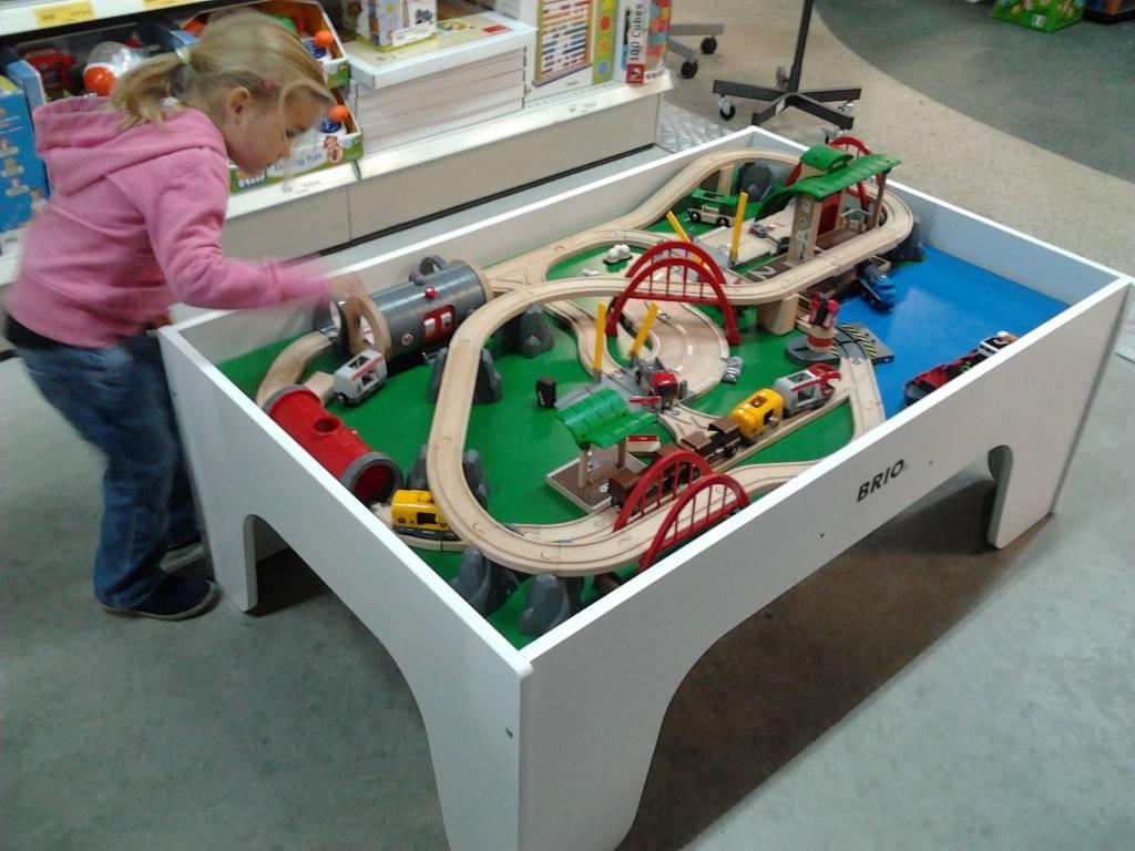 Brio wooden train table - KinderSpell ®