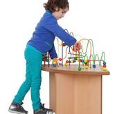 Kindertisch mit Motorikschleife