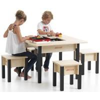 Speeltafel met stoeltjes