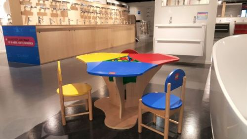 equipping a showroom with a playground for children