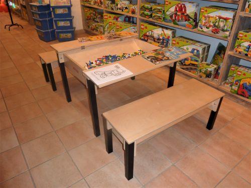 Aménager un magasin avec table de jeu