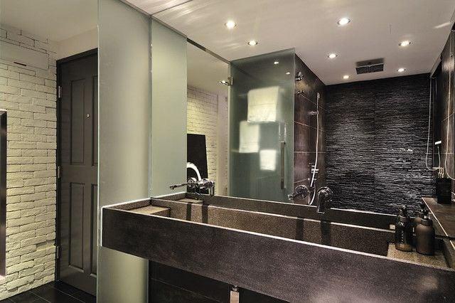 en een keuken die van alle gemakken is voorzien En dan de badkamer~ Ledstrip In Badkamer