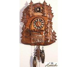 Hettich Uhren Kuckucksuhr mit Quarzwerk  32cm hoch und 26cm breit mit Schwarzwaldbahn-Motiv   12 verschiedene Melodien Kuckuck ruft stündlich Kuckuck z.B. 10 Uhr ruft er 10x Kuckuck der Kuckucksruf wird durch ein Echo und ein Wasserfallgeräusch im Hintergrund effektvol