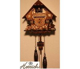 Hettich Uhren Kuckucksuhr mit Quarzwerk  20cm hoch und 17cm breit mit 12 verschiedene Melodien Kuckuck ruft stündlich Kuckuck z.B. 10 Uhr ruft er 10x Kuckuck der Kuckucksruf wird durch ein Echo und ein Wasserfallgeräusch im Hintergrund effektvoll unterstützt und spielt