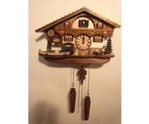 Trenkle Uhren Kuckucksuhr 26cm hoch 39cm breit mit handgefertigtem Holzschindeldach mit Quarzwerk und beweglichem Traktor