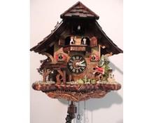 Trenkle Uhren Cuckoo Clock 33 centimetri alta 31 centimetri largo fatto a mano tetto in scandole di legno con movimento al quarzo e pescatore mobili - Copia
