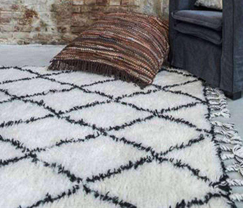 tapis berbere noir et blanc design innovant de la maison et des meubles. Black Bedroom Furniture Sets. Home Design Ideas