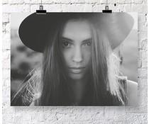 Jots poster woman hat