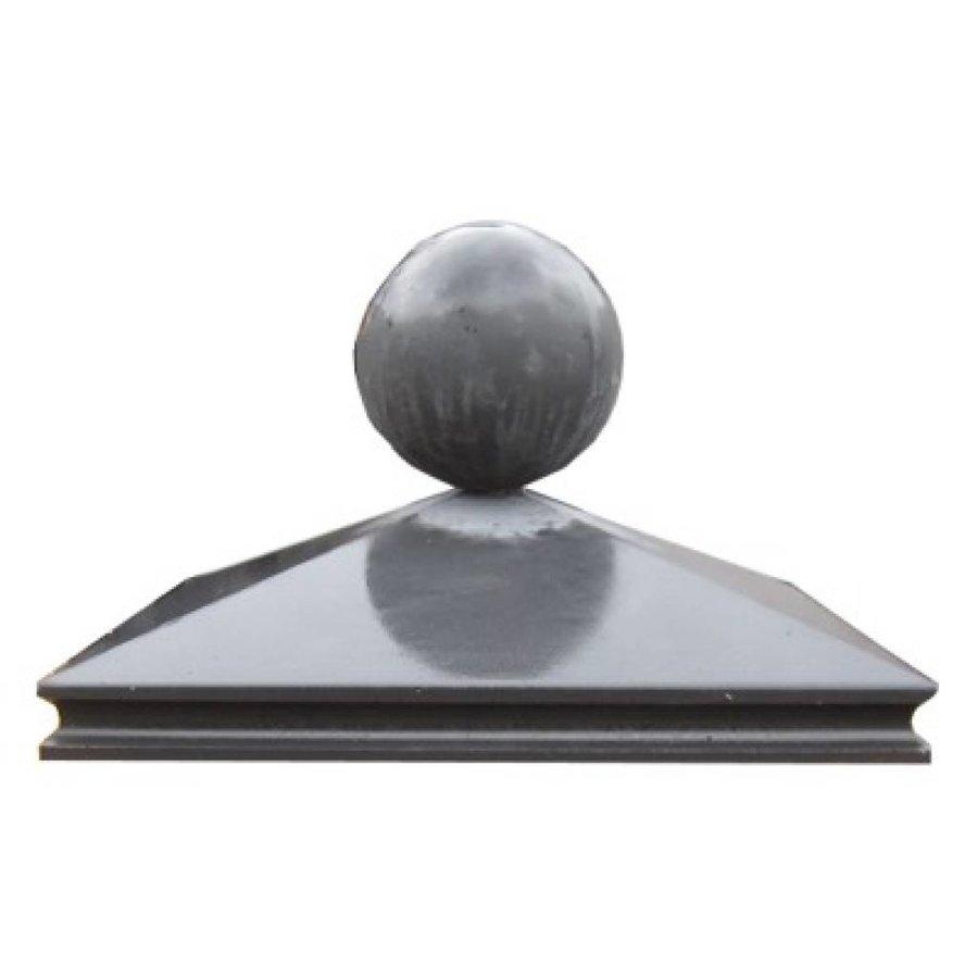 paalmutsen met sierrand van 70x70cm met een bol van 50cm