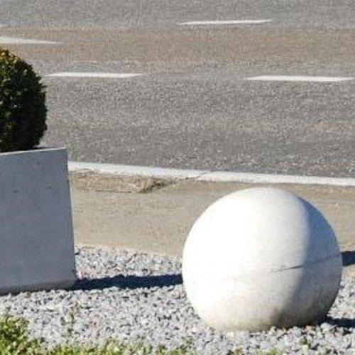 Betonnen bollen