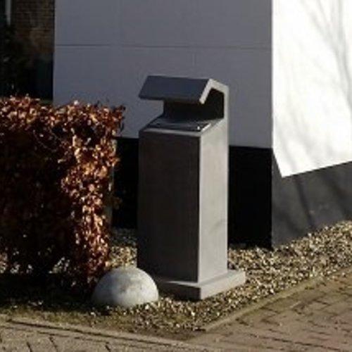 Betonnen brievenbus