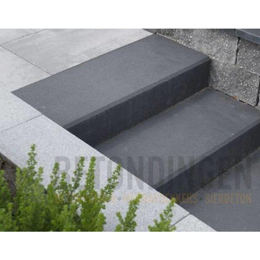Traptrede beton met vellingkant antraciet