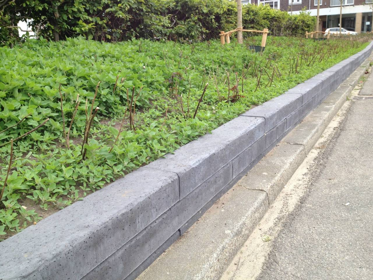 Het gebruik van een betonbiels in uw eigen tuin