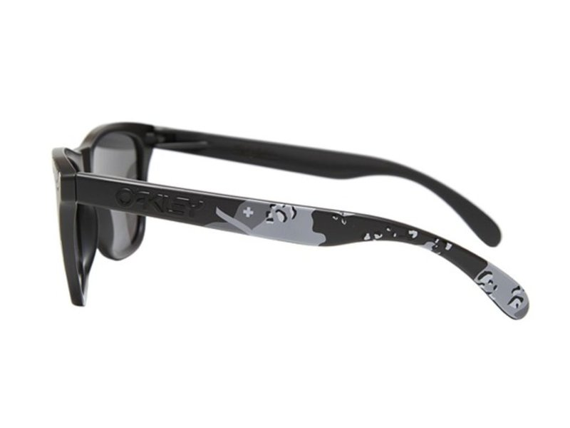 Oakley Frogskins (Infinite Hero Carbon Camo)