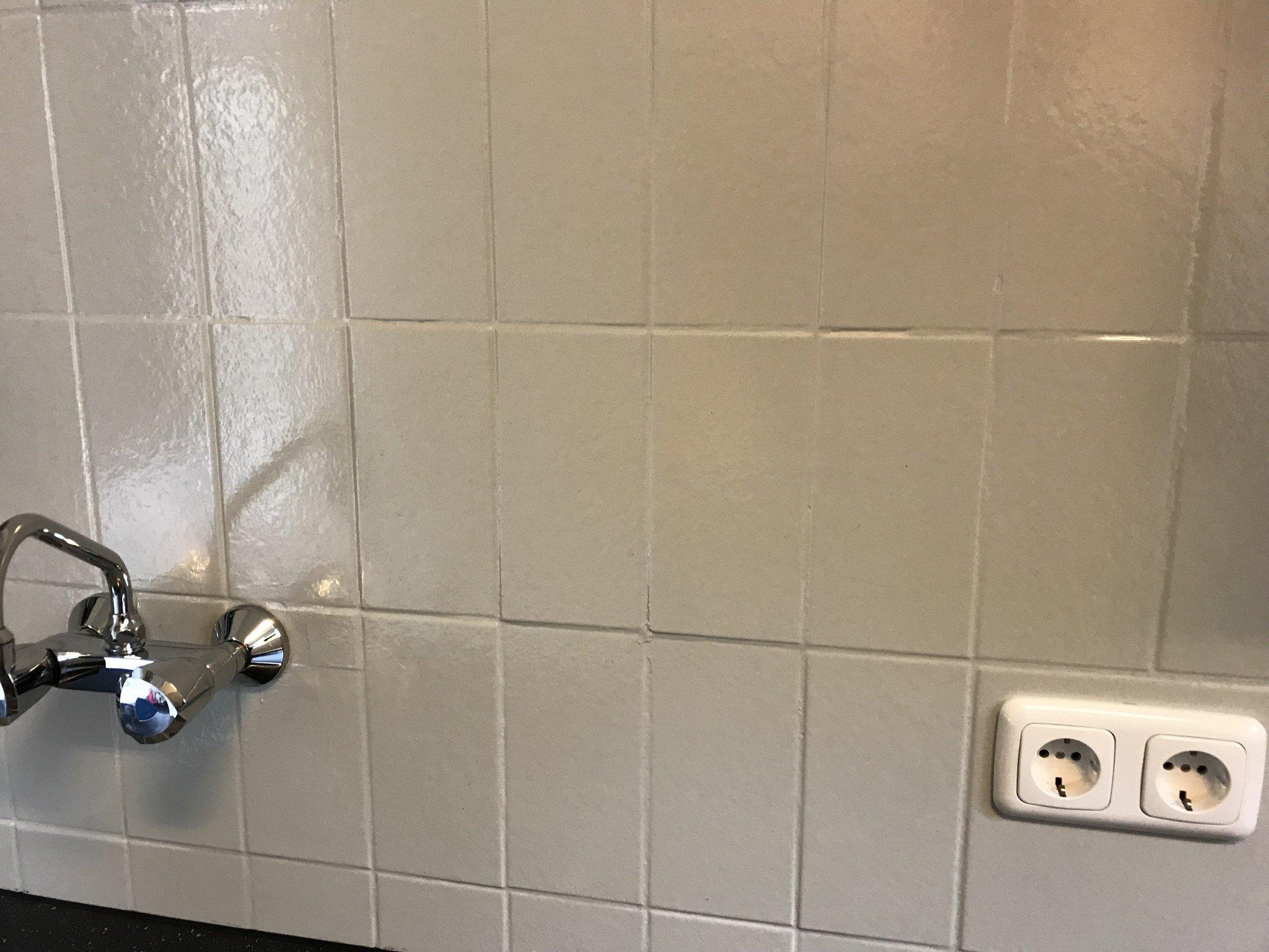 Tegels verven met betonverf of muurverf is geen probleem ...