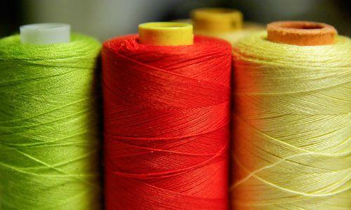 kleur in kleding verwerkt