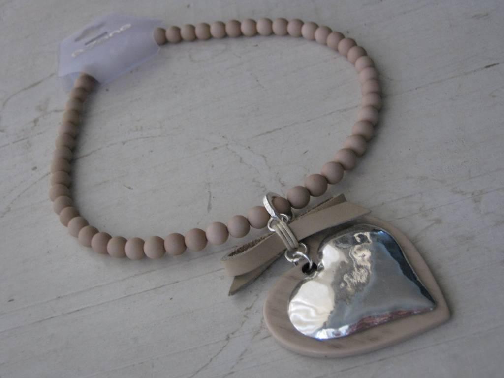 Kijk voor nog veel meer sieraden en mode accessoires van azone op de site.