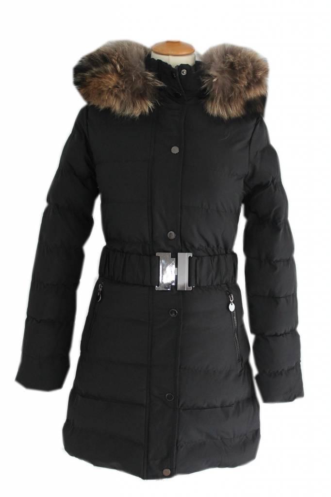JASSEN. Een perfect zittende jas is essentieel in de garderobe van elke vrouw. Bij ONLY hebben we een grote selectie aan coole en eigentijdse winterjassen en lichte jassen. Ga voor een warme parka, een geweldige wollen mantel of een zachte donsjas.