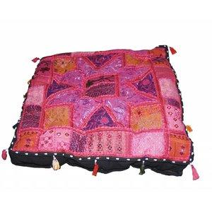Kussen groot roze handgemaakt India met kwastjes