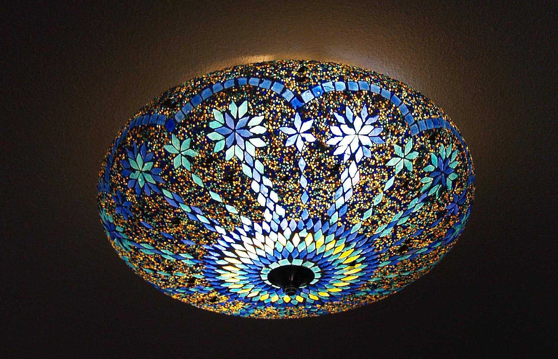 kleurrijke lampen merel in wonderland