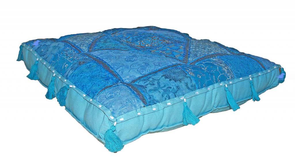 Kussen groot blauw India met kwastjes - Merel in Wonderland