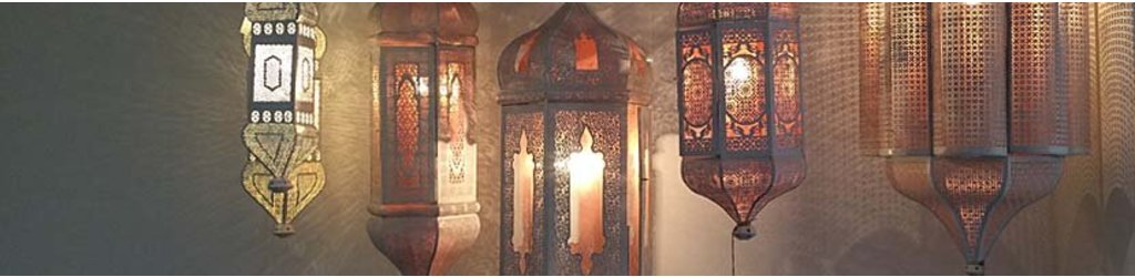 Oosterse lantaarns in een warme oriëntaalse sfeer .