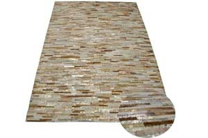 Dit-is-een-ibiza-stijl-vloerkleed-van-huid-en-vach.