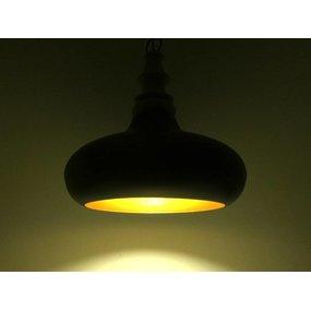 Zwarte metalen hanglamp met hout