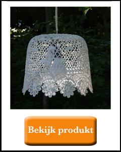 Buiten lampjes met plastic brocante stijl lampenkapjes