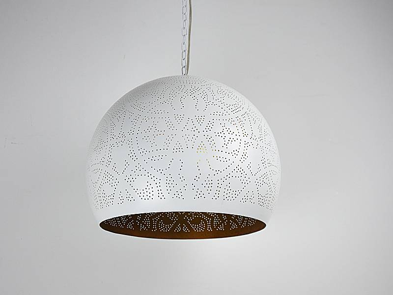 Witte filigrain hanglamp met gouden binnenkant