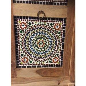 Mozaiek kast met glas