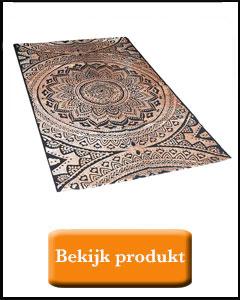 koper kleurige blokprint op vloerkleed