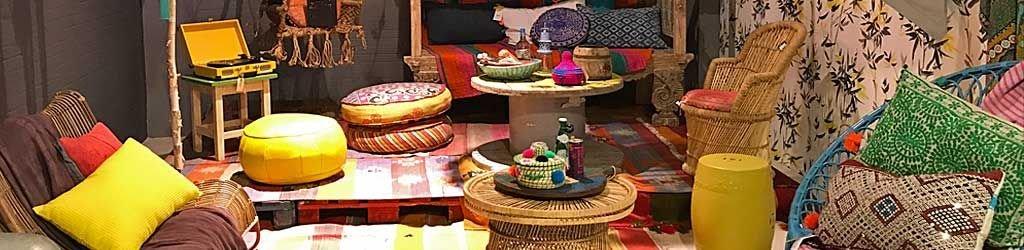 Kussens uit India in kleurrijke patchwork stoffen .
