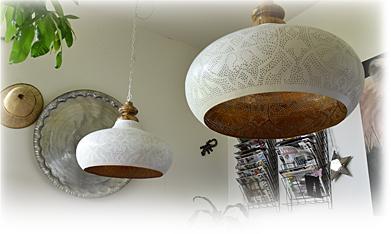 Witte groten open filigrain lampen