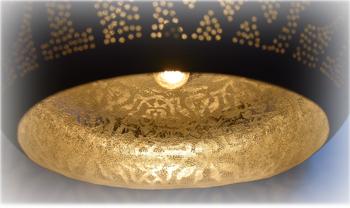 Open filigrain lamp met ouderwetse draadlamp