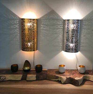 Filigrain wandlamp met super effecten op de muur