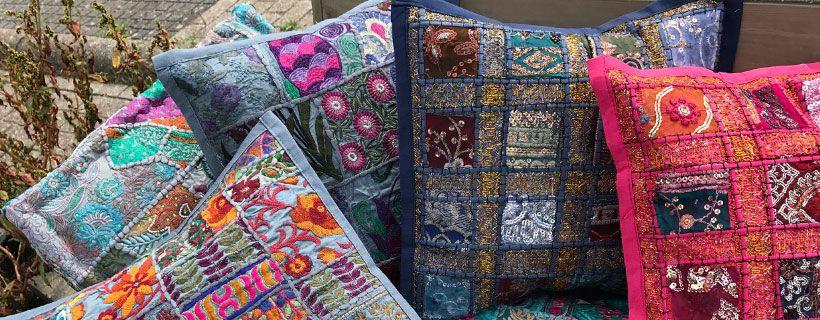 Maak je tuinbank compleet met matras kussens en sierkussentjes