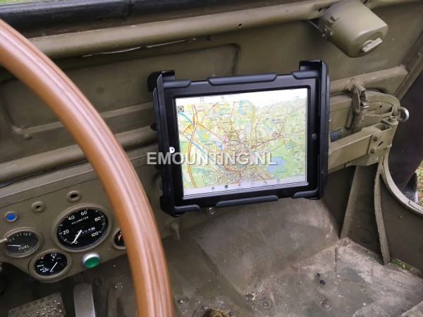 RAM Mounts iPadhouder in Willy Jeep