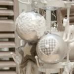 Kerstbal in glas, of kerstboom hanger in natuurlijke materialen of in ijzer