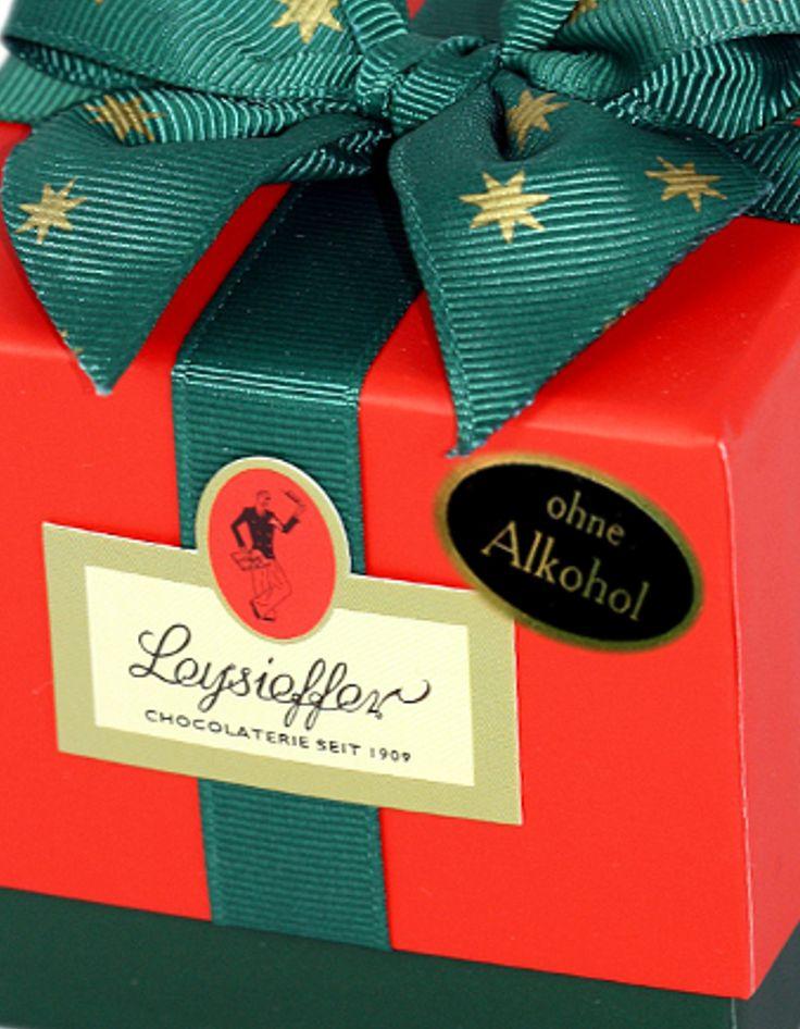 Weihnachtspäckchen mit köstlichen Pralinen ohne Alkohol