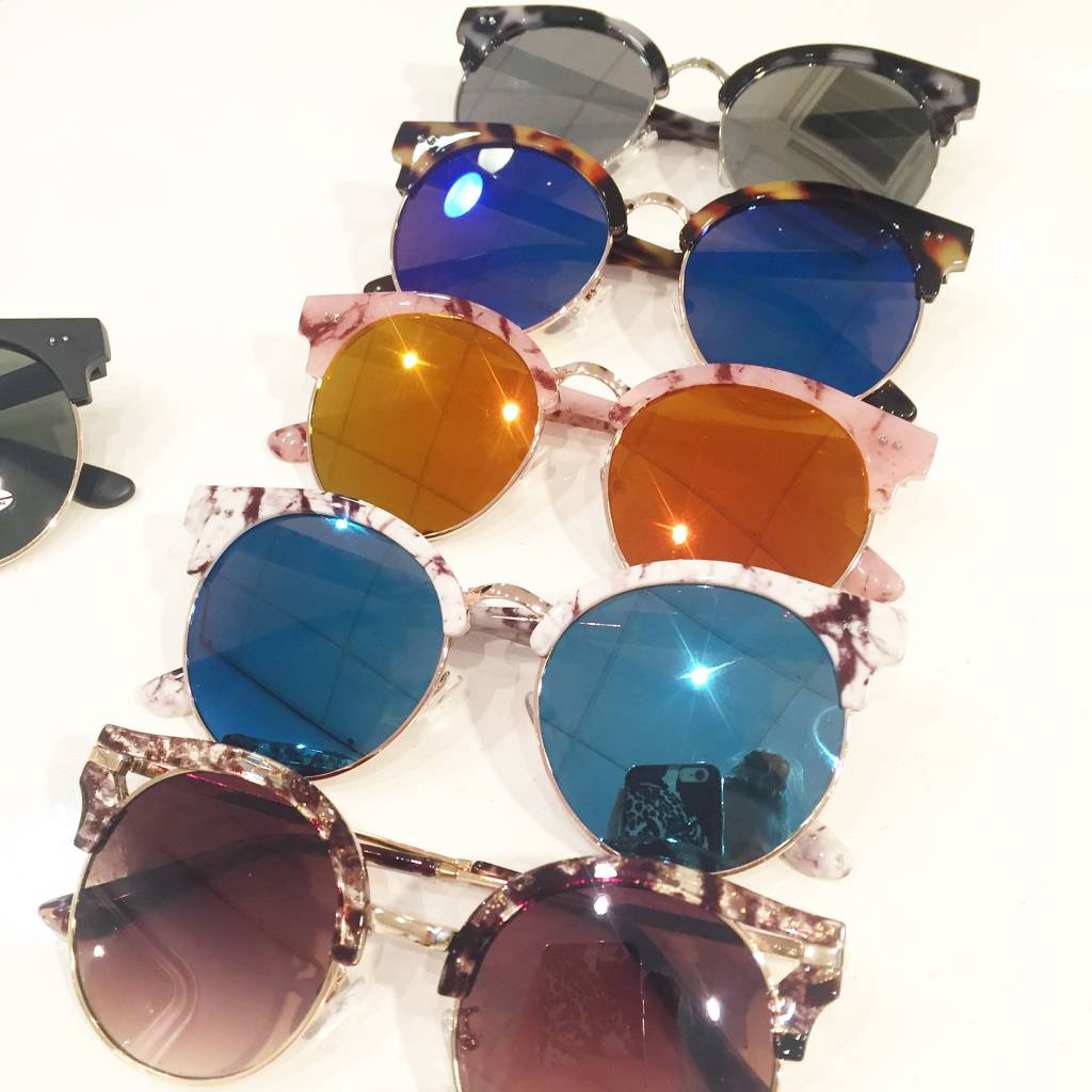 MARBLE WHITE SUNNIES