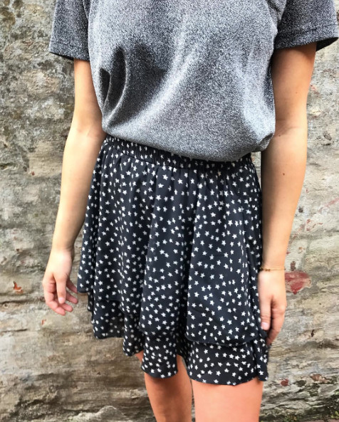 STAR BLACK SKIRT