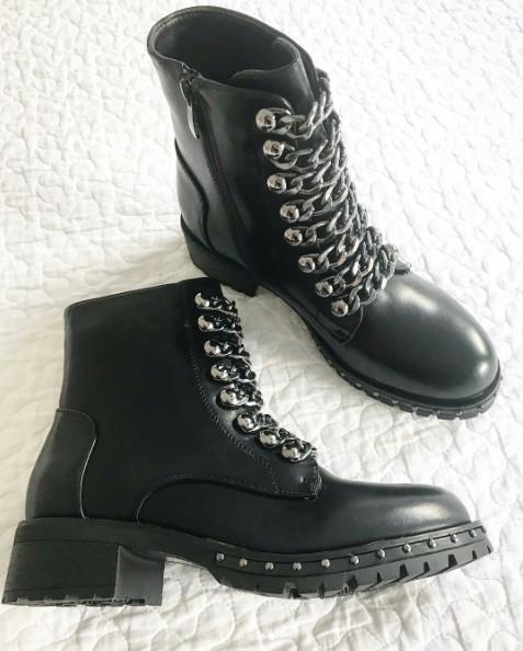 CHAIN BLACK BOOTS