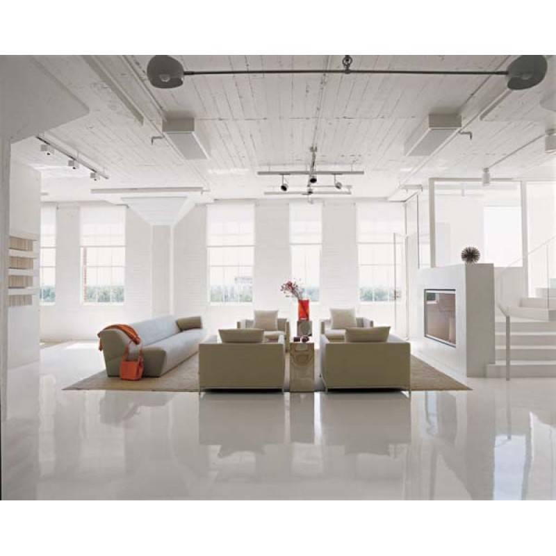 Witte tegels woonkamer