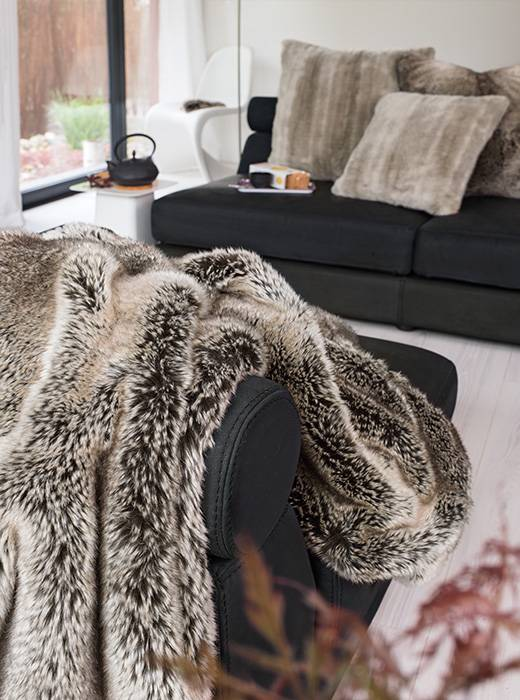 luxe imitatiebont kussen yukonwolf home chic home. Black Bedroom Furniture Sets. Home Design Ideas