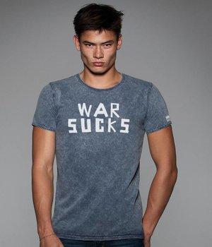 T-shirt War sucks