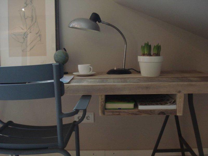 """""""Tonstad"""" Bureau au style industriel avec des planches de pin recyclé"""