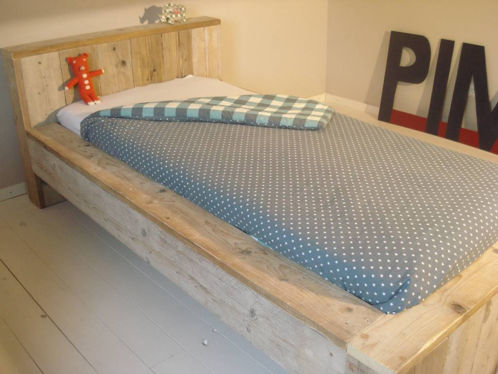 Pure steigerhouten bed blokvorm   pure wood design