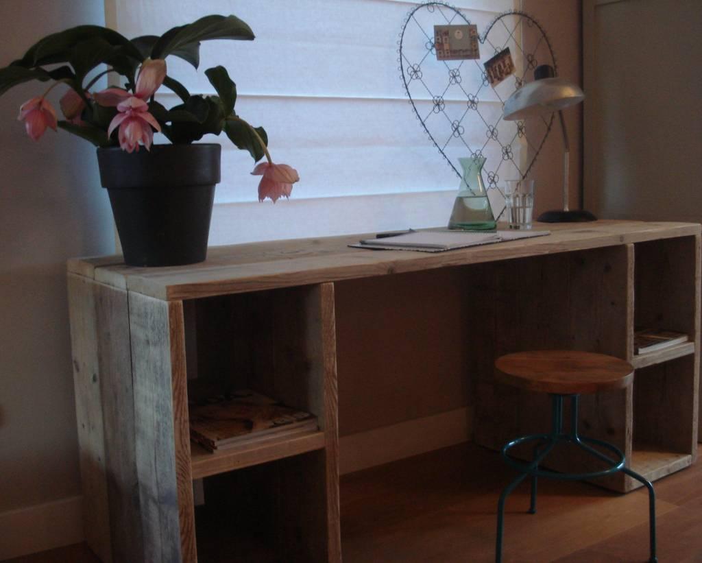 39 seiland 39 bureau van steigerhout met vakken pure wood design for Steigerhout bureau