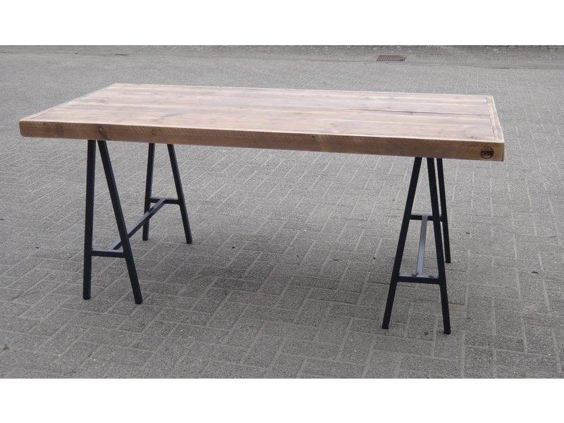 'Lystrup' industriele tafel van steigerhout/schragen